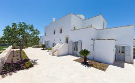 cv098-1_luxury_masseria_with_pool_puglia_roseto_pepenofio_004